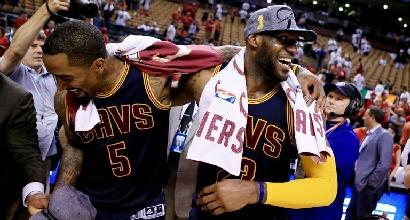 Nba: LeBron dice 33, Cleveland vola alle Finals