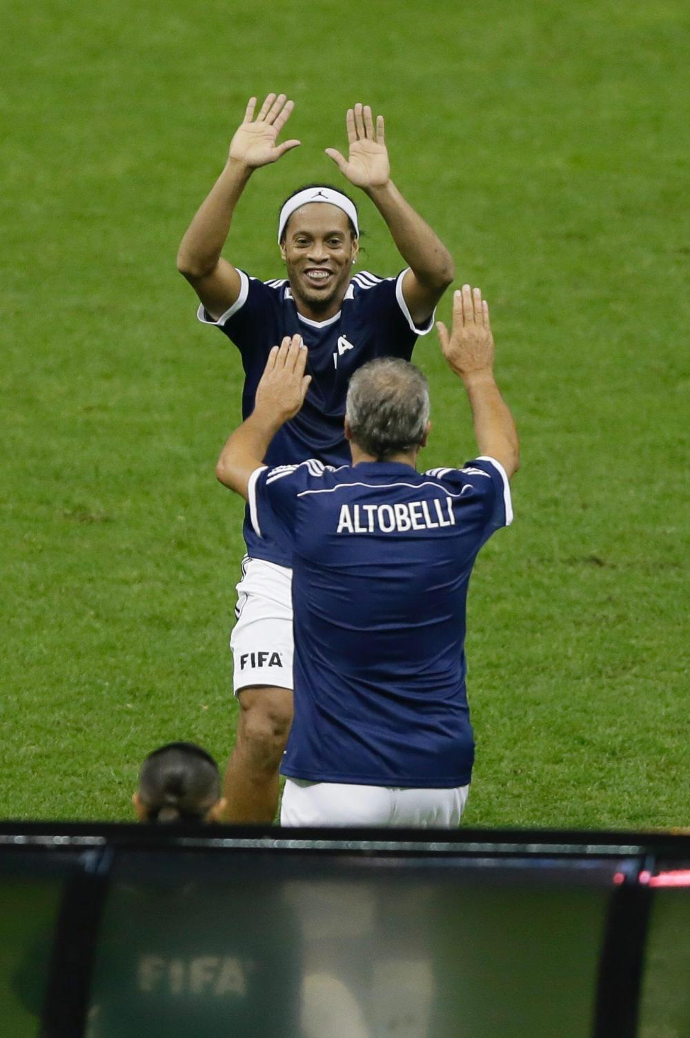 Fifa, All-Stars in campo in Messico: da Dinho ad Altobelli, che show