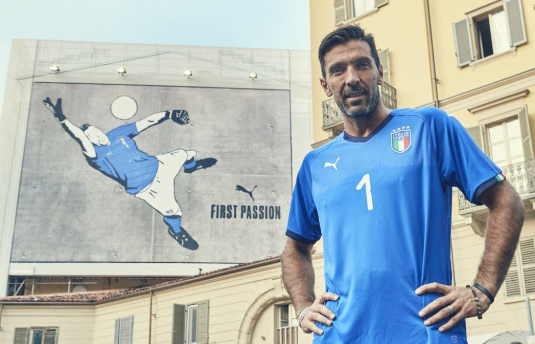 Italia, Buffon inaugura la nuova maglia