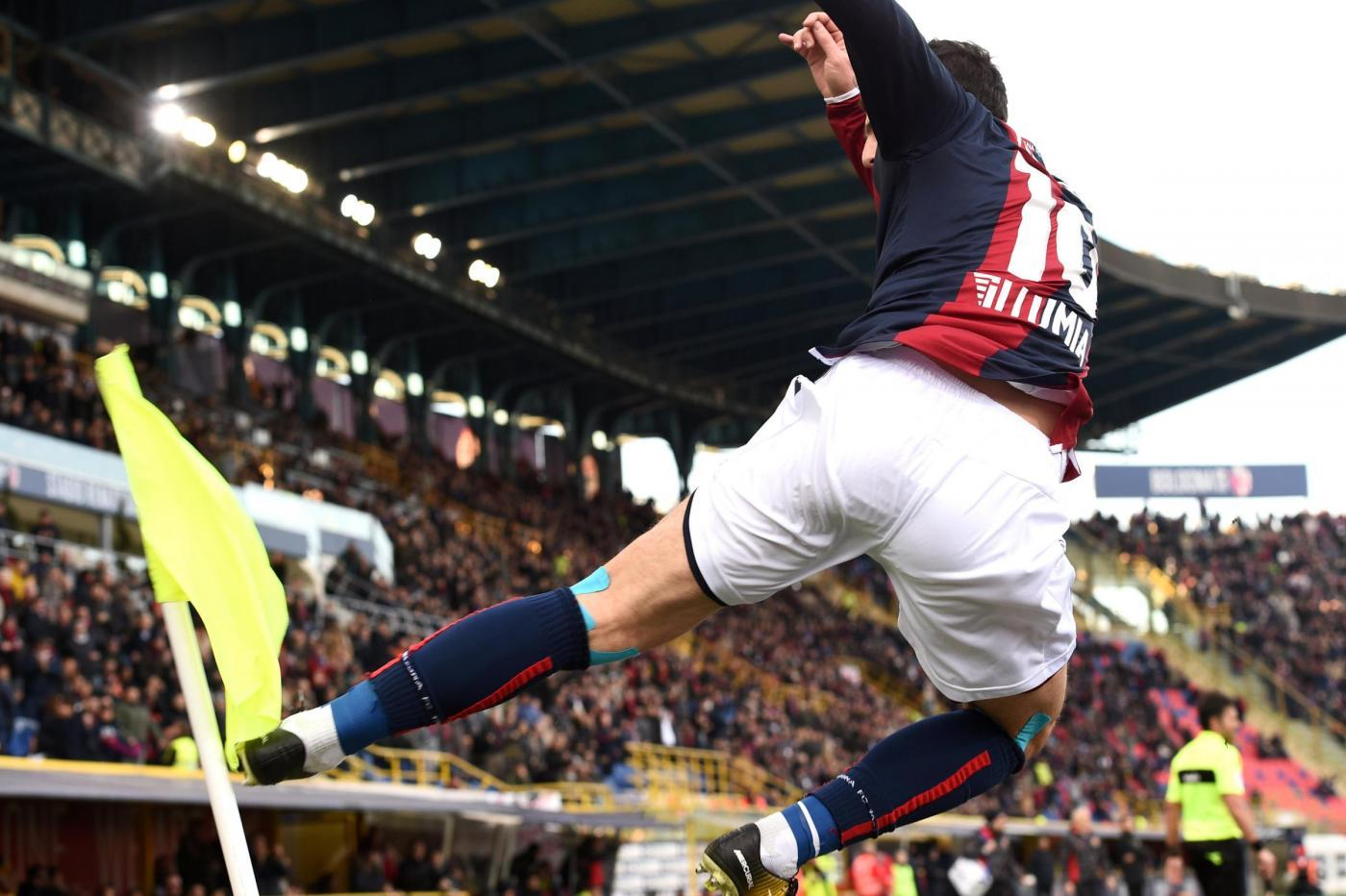 ella 21ª giornata di Serie A rialza la testa il Bologna superando il Benevento che torna alla sconfitta dopo due successi consecutivi. I primi due gol sono in fotocopia: Destro (35') e De Maio (73') superano Belec sfruttando due piazzati di Verdi che tagliano fuori la difesa sannita. Nel finale Dzemaili (88'), ancora su assist di Verdi, si regala il gol al ritorno in rossoblù firmando il definitivo 3-0.<br /><br />
