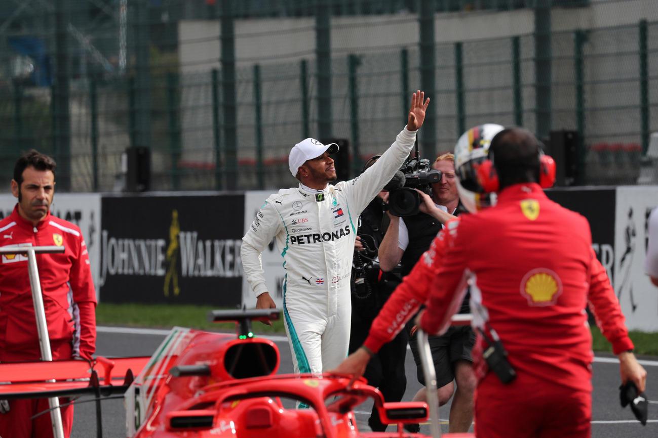 F1, la pioggia premia ancora Hamilton