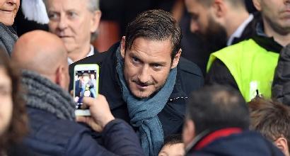 Roma, tutti in fila per l'autobiografia di Totti
