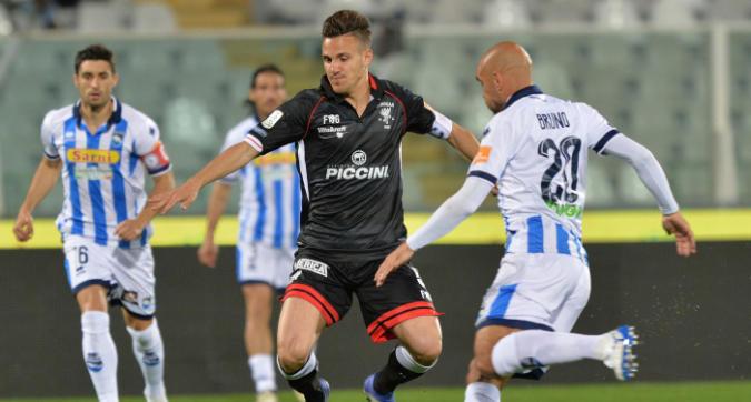 Serie B, Pescara e Perugia si annullano a vicenda: 1-1 all'Adriatico