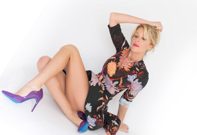 Alessia Marcuzzi, abito corto e tacchi alti