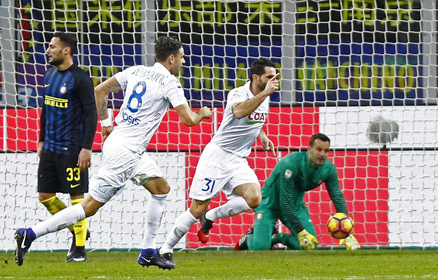 L'Inter infila la quinta, Chievo ko