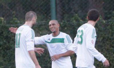 Roberto Carlos con i compagni di squadra, dal sito ufficiale