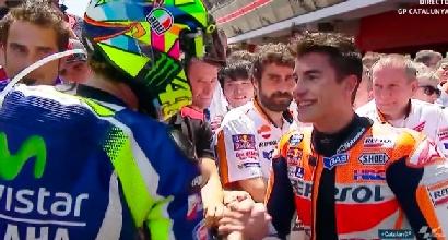 MotoGP, stretta di mano tra Rossi e Marquez