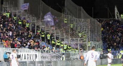 Malore allo stadio: muore un tifoso del Cagliari.Cori vergognosi durante i soccorsi