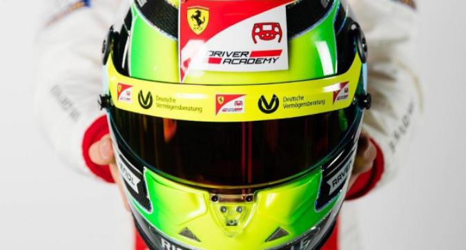 Mick Schumacher, ecco il nuovo casco