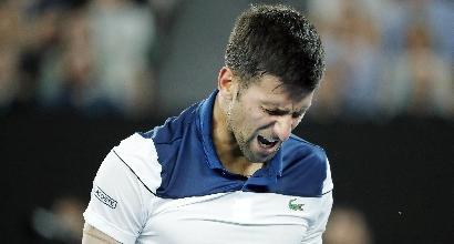 Djokovic operato al gomito in Svizzera
