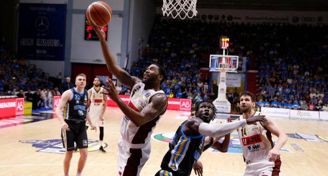 Basket, semifinali:a Venezia gara-1