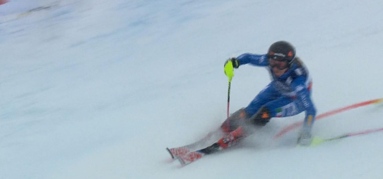 Speciale di combinata amaro per Sofia Goggia ai mondiali di St. Moritz. Dopo aver chiuso al primo posto la libera, l'azzurra ha infatti sbagliato tutto nello slalom, inforcando dopo poche porte.
