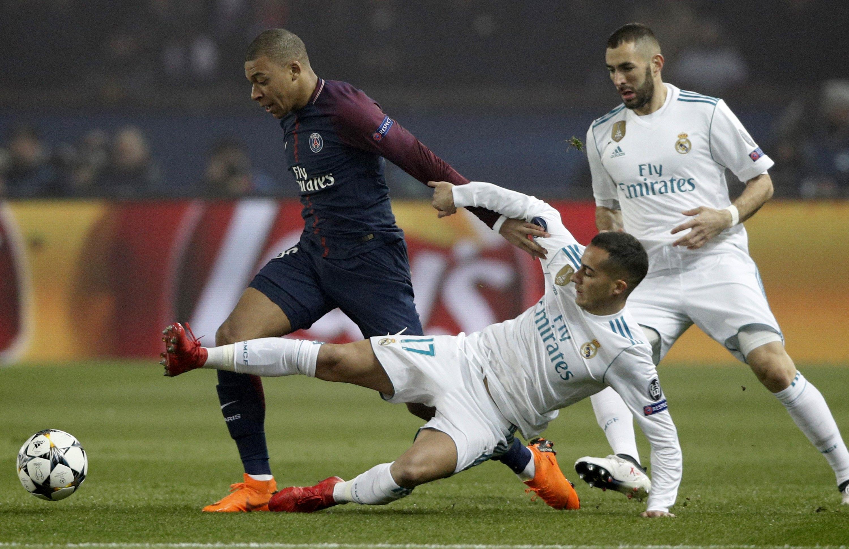 Il Real Madrid vola ai quarti di finale di Champions League. Dopo il 3-1 dell'andata, gli spagnoli vincono anche il match di ritorno per 2-1 al termine di una partita dominata in lungo e in largo. I gol tutti nella ripresa: apre una schiacciata di testa di Ronaldo al 51' (117° gol in Champions). I parigini rimangono in 10 (rossa Verratti), ma trovano il pari fortunoso di Cavani (71'). All'80' la chiude Casemiro. Pali di Asensio e Vazquez.