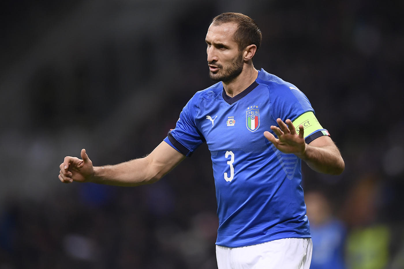 Nel quarto e ultimo match della Nations League, l'Italia pareggia contro il Portogallo e chiude il girone al secondo posto, dicendo così addio alle Final Four. A San Siro finisce 0-0, con gli azzurri che offrono un ottimo primo tempo prima di calare dal punto di vista fisico nella ripresa. I campioni d'Europa in carica - ai quali manca ancora la gara con la Polonia -  restano così al comando del Gruppo A3, a +2 sulla squadra di Mancini.