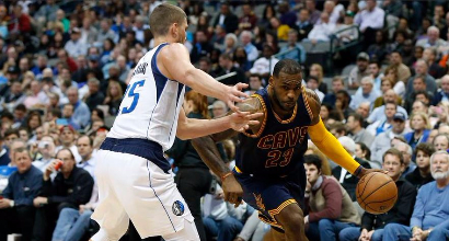 Nba: LeBron 27, Cavs all'overtime con Dallas