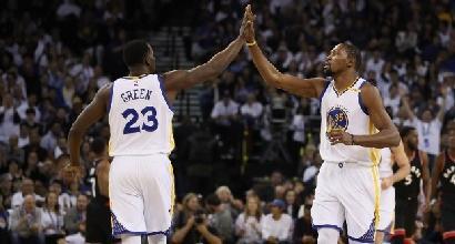 Basket, Nba: Gallinari si arrende ai Warriors, Butler fa 52