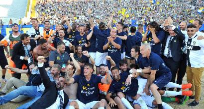 Parma, ufficiale l'acquisto dei cinesi del 60% delle quote. Crespo vicepresidente