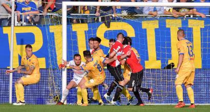 Serie B: il Frosinone vola in testa, pazze rimonte di Cremonese e Venezia, vittoria nel derby della Pro Vercelli