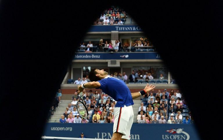 Semifinali lampo nel tabellone maschile degli Us Open. Nole Djokovic si è sbarazzato di Cilic in tre set in poco meno di un'ora e mezza (6-0, 6-1, 6-2). Roger Federer invece ha impiegato solo un'ora e 34' per piegare il connazionale Wawrinka (6-4, 6-3, 6-1).