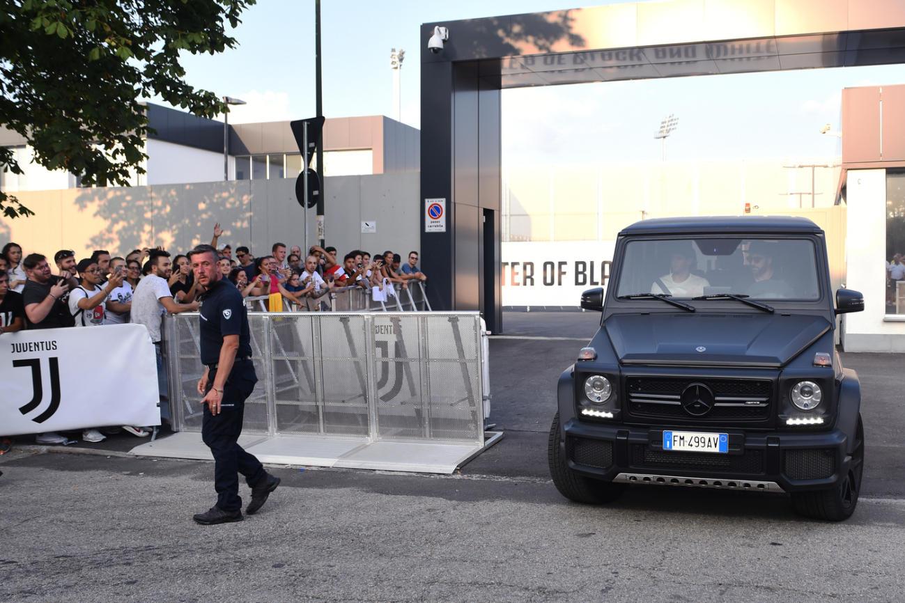 Juve, per Cristiano Ronaldo visite e prove d'intesa con Dybala: le foto