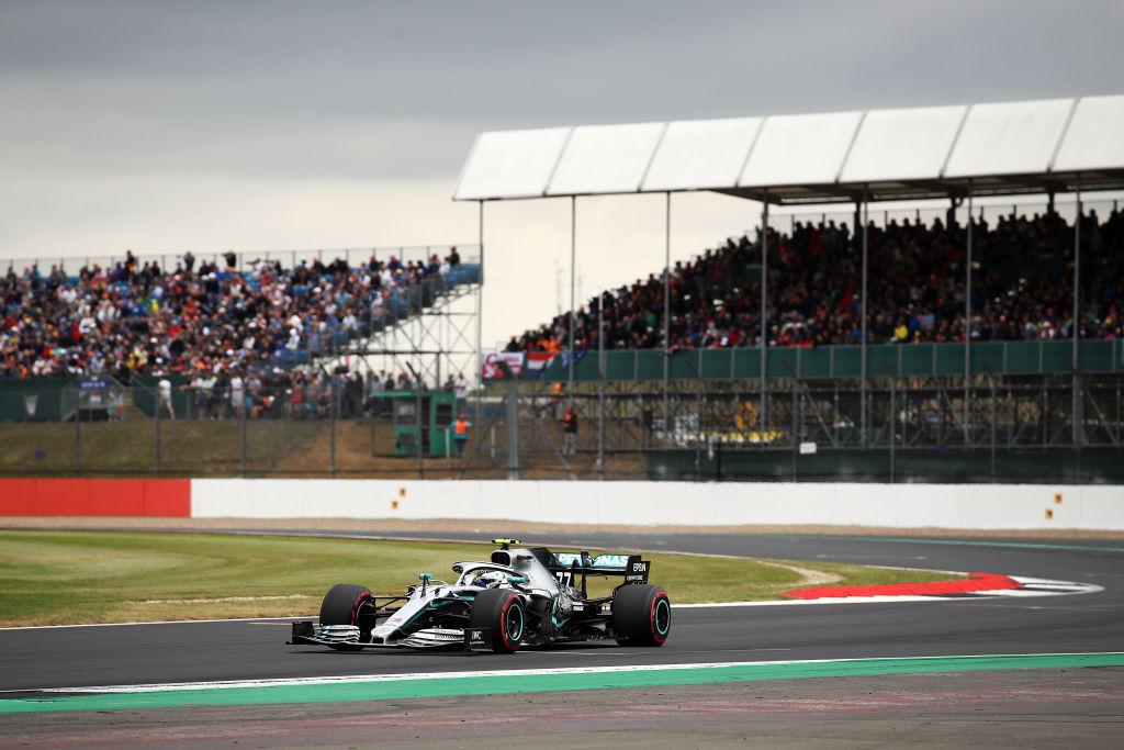 Il finlandese si prende la pole a Silverstone dopo 4 anni di dominio del britannico