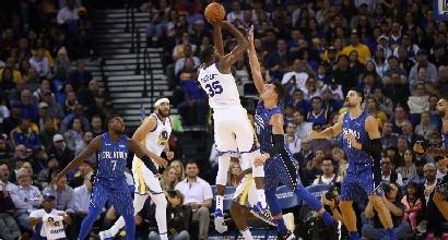 NBA: Cleveland rimonta da urlo, Golden State fa sette di fila, Clippers ancora ko