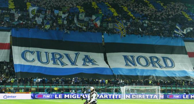 """Caso Icardi, la Curva Nord dell'Inter: """"Chi ci fischia è un gobbo mancato"""""""