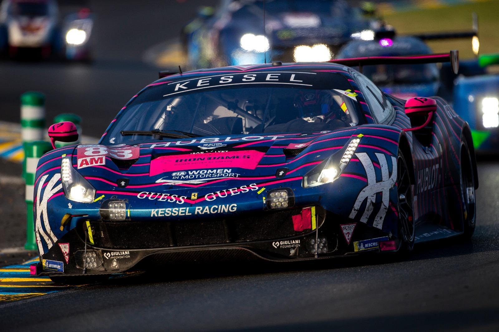 L'adrenalina della partenza, poi la notte con i giochi di luce e la stanchezza dei meccanici, l'alba e i suoi colori e infine la bandiera a scacchi che ha dato il via alla festa. Emozioni uniche all'interno del team Kessel che ha fatto la storia della 24 Ore di Le Mans schierando per la prima volta un equipaggio tutto femminile (Gostner, Gatting e Frey) al volante di una Ferrari, la 488 GTE. Le ragazze si sono ben comportate chiudendo in decima posizione nella classe LMGTE AM: ecco la fotostory. Foto Kessel-PLAN image (Stefano Arcari-Andrea Lorenzina).