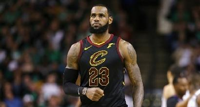 Nba, LeBron James ai Lakers