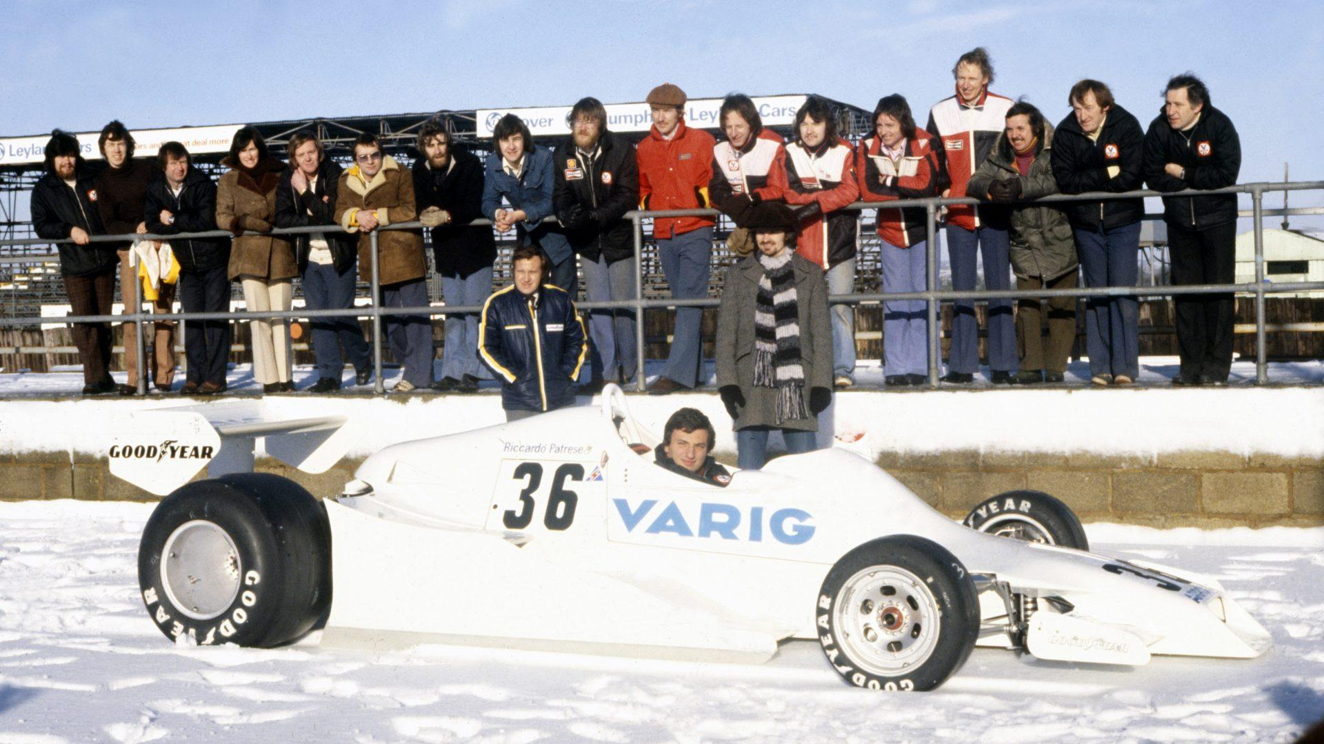 Gennaio 1978. Un giovanissimo Riccardo Pratese alla presentazione della Arrows FA/1 sul circuito di Silverstone completamente imbiancato.