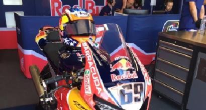 Hayden a Donington: ai box con la sua moto