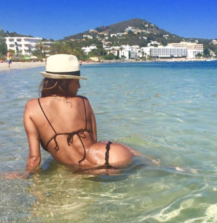 Cristina Buccino, il mare caldo