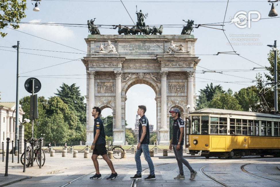 Formula Uno: Ricciardo, cin cin in tram