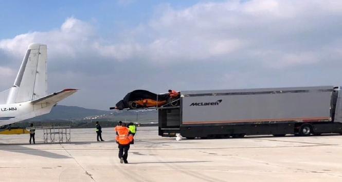 F1, il vento scopre la McLaren: è arancio papaya