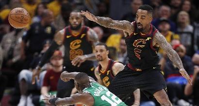 Nba, playoff: LeBron rilancia Cleveland, Boston travolta