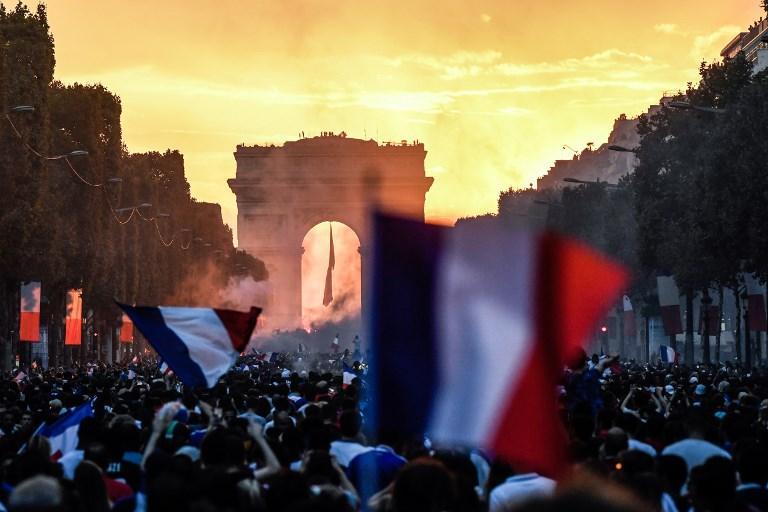 Francia Campione del Mondo, festa a Parigi