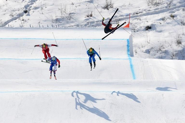 Christopher Delbosco (destra) e Francois Place comandano la prova degli ottavi di ski cross alle Olimpiadi invernali di Pyeongchang (21 febbraio)