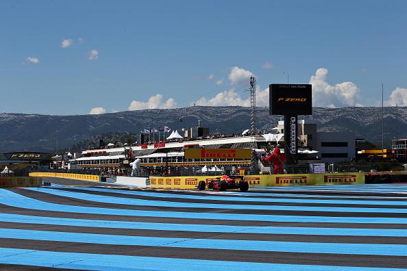 Hamilton risponde alle polemiche con la pole