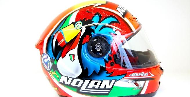 Superbike: Melandri celebra i Mondiali con un casco nuovo