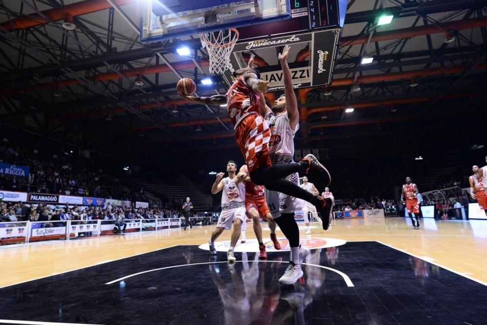 Basket, Caserta piega Pistoia ed è seconda
