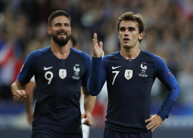 """Tonfo Germania. Allo Stade de France la squadra di Löw perde 2-1 con la Francia nella quarta giornata del Gruppo A1 di Nations League e vede avvicinarsi lo spettro della retrocessione. I tedeschi sbloccano la gara al 14' grazie a un rigore di Kroos, poi nella ripresa subiscono la rimonta dei """"Galletti"""", che ribaltano il risultato con una doppietta di Griezmann (62' e rig. 80'). Deschamps ipoteca il primo posto nel girone, Löw a un passo dal baratro."""