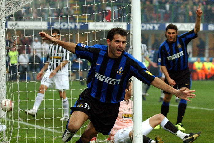 Stankovic, 2008: il centrocampista interista è già un giocatore della Juve ma la rivolta del tifo bianconero stoppa l'affare. Dejan resta all'Inter con cui vincerà il Triplete