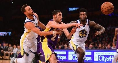 Basket, Nba: Curry trascina Golden State contro i Lakers, Oklahoma ko