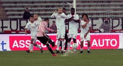 Serie B: Palermo, tris a Bari e vetta solitaria
