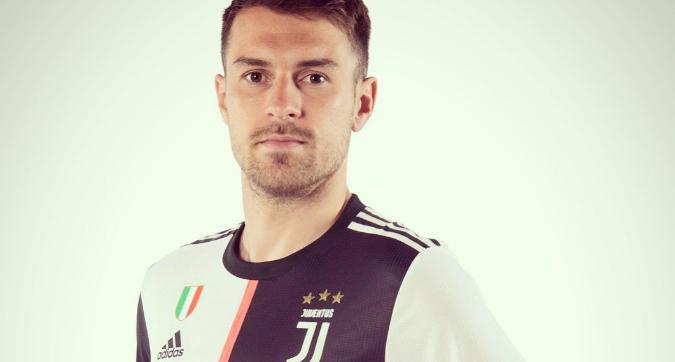 """Ramsey: """"Ufficiale, Juve: fino alla fine"""". E il post fa il pieno di like"""
