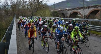 Giro Valle d'Aosta, ciclista in scarpata: è grave
