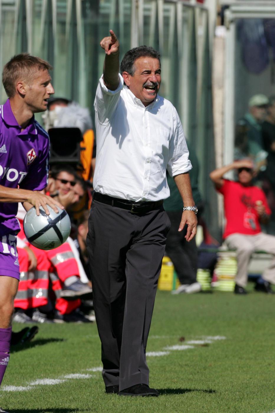 L'ex allenatore si è spento a 71 anni: era malato da tempo.La sua carriera in foto: dall'impresa con la Cremonese alle vittorie con il Torino.