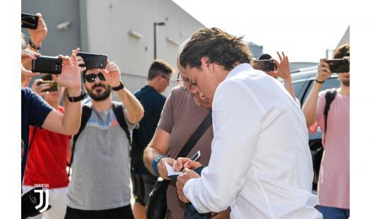 Il nuovo esterno bianconero, arrivato dopo la trattativa che ha portato Spinazzola alla Roma, è arrivato a Torino: ultimo step prima di diventare uffi...