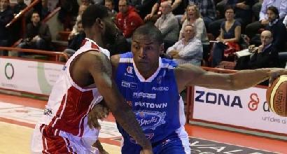 Basket, Serie A: Reggio piega Venezia, Sassari ko