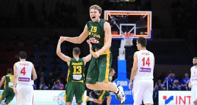Basket, colpo dell'Olimpia Milano: arriva l'ex Nba Kuzminskas